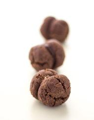 Baci di Dama al Cioccolato - Amodei Pasticceria Siciliana dal 1997